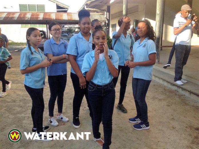 De scholen zijn weer begonnen in Suriname