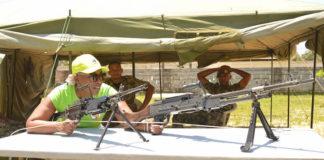 Nationaal Leger op straatfestival van de STVS in Suriname