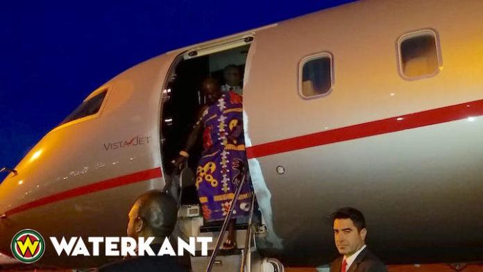 Ashanti koning Osei Tutu uit Ghana aangekomen in Suriname
