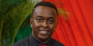 Muziek producer Roberto Banel in Suriname gedecoreerd
