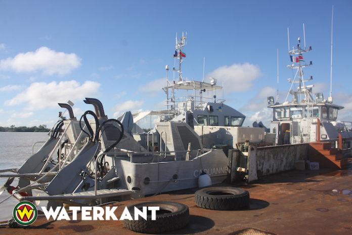 Franse legerschepen in Suriname vanwege viering Srefidensi