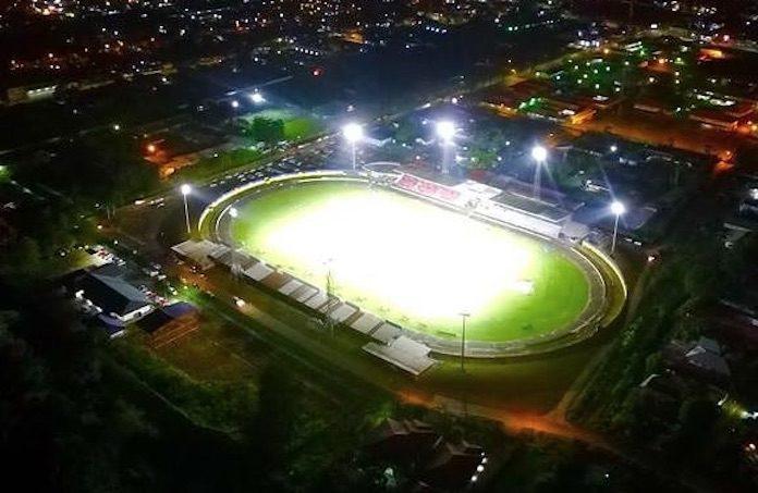 Dure ledverlichting in stadion Suriname laat het afweten tijdens wedstrijd