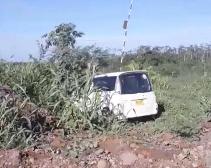 Verkeersslachtoffer levenloos in voertuig gevonden in bosschage langs de weg