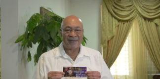 Bouterse koopt eerste kaartje voor titelgevecht Tyrone Spong in Suriname