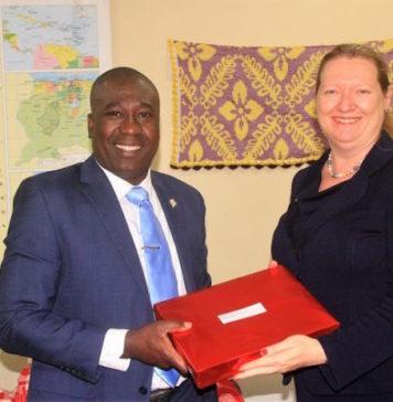 Nieuwe Amerikaanse ambassadeur in Suriname bezoekt minister Dikan