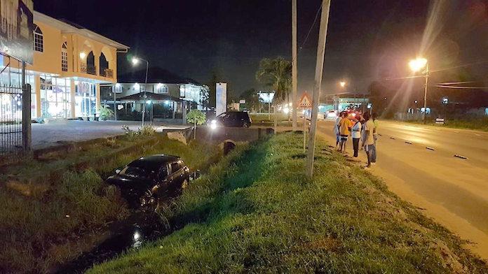 Auto in trens na ontwijken bromfietser zonder licht