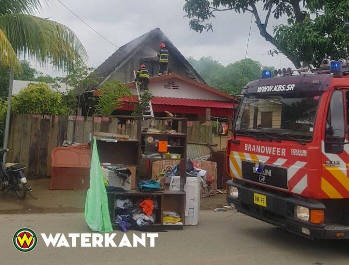 Brandweer Suriname rukt uit voor Woningbrand in Apintistraat