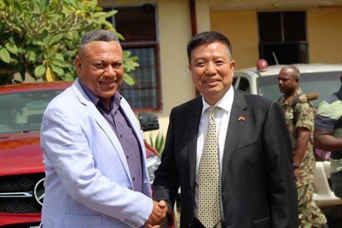 China schenkt zwaar materieel aan leger Suriname