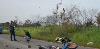 Dode bij verkeersongeval tussen twee bromfietsers