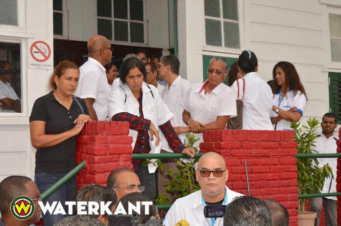 Huisartsen in Suriname voeren actie bij ministerie