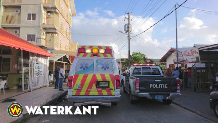 Man bloedend en levenloos aangetroffen op straat in Paramaribo-Noord