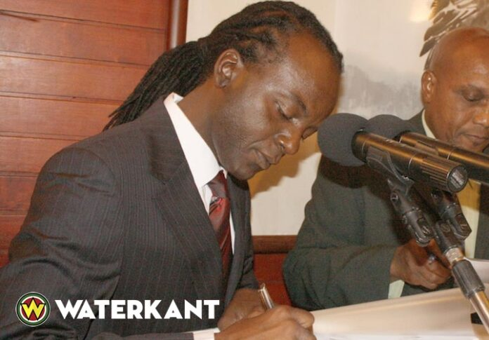 Wapen ex-minister van Justitie en Politie Suriname in beslag genomen