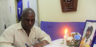 Condoleanceregister voor granman van de Kwinti stam in Suriname
