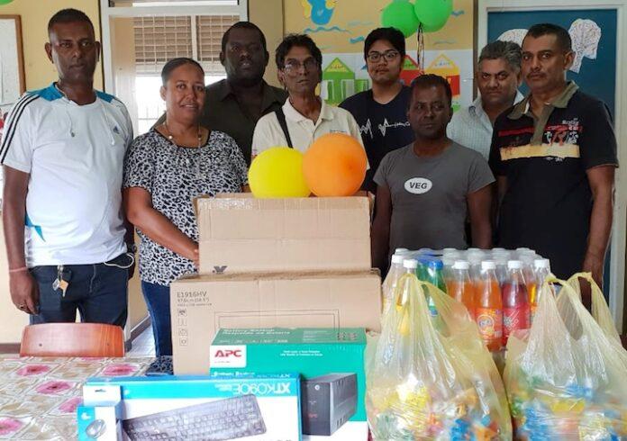 Donatie Tourtonne Taxi voor Kennedy Stichting Suriname