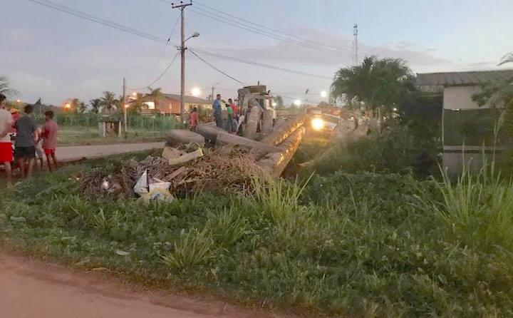Opnieuw incident in Suriname met zware boomstammen op truck