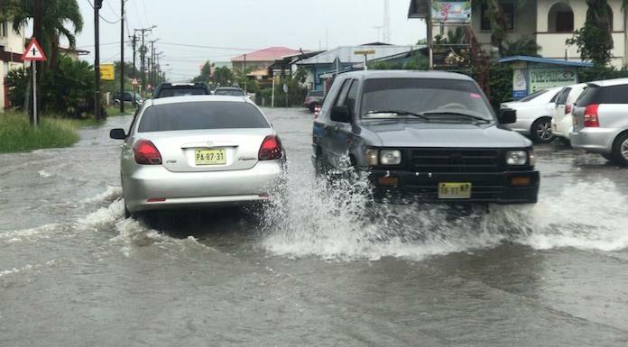 Harde regen zorgt voor ernstige wateroverlast in Suriname