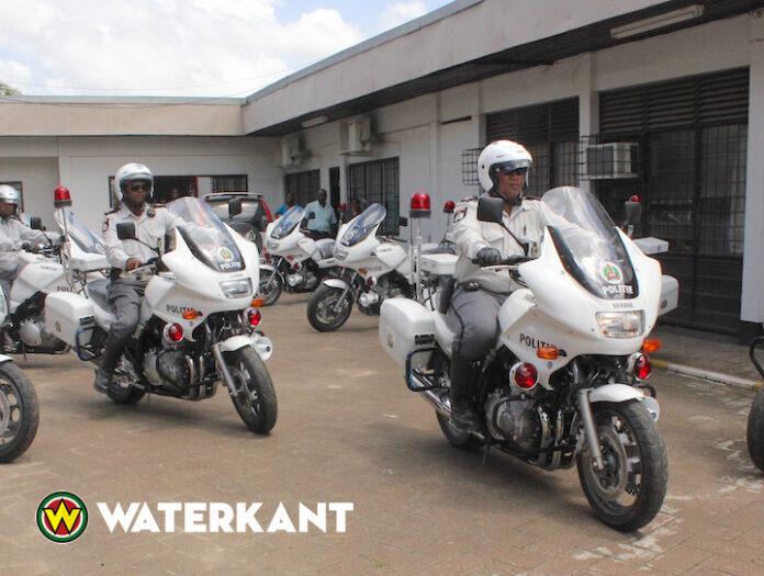 Motor Surveillance Dienst Suriname vordert 50 rijbewijzen in