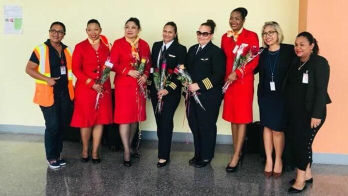 Hartelijke ontvangst van 'All Female Crew' SLM bij terugkomst in Suriname