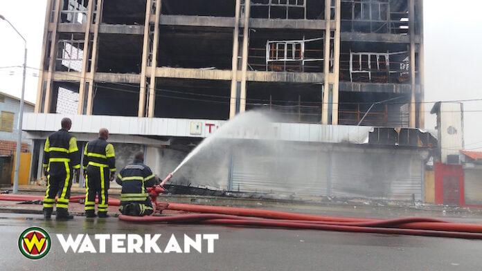 'Door brand verwoest gebouw in Suriname staat op instorten'