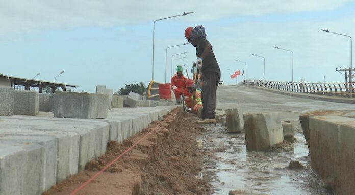 15 februari technische oplevering 'Beekhuizenbrug' in Suriname