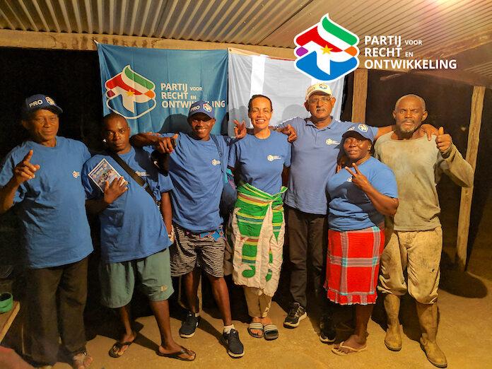 Partij voor Recht en Ontwikkeling bezoekt dorp Godo te Boven Suriname