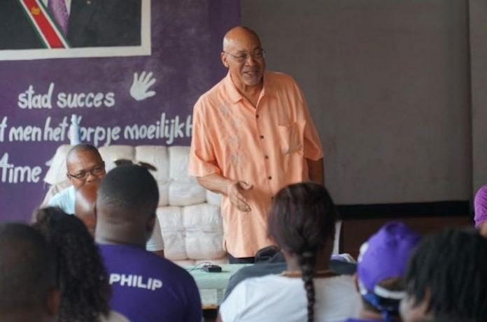 President Bouterse houdt voeling in volksbuurten Suriname