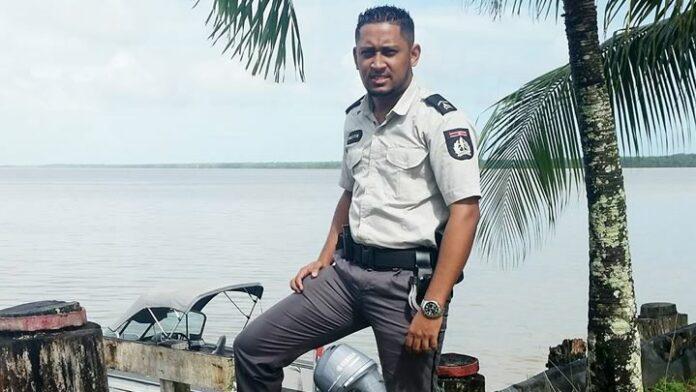 Uitvaart tragisch overleden agent (23) met Korpseer en begeleiding door motoragenten