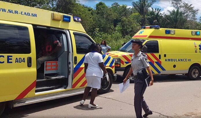 Bromfietser overleden na aanrijding tegen mast in Suriname