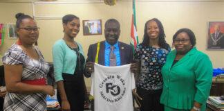 Minister Dikan opent inschrijving RO Wandel- en Trimloop in Suriname