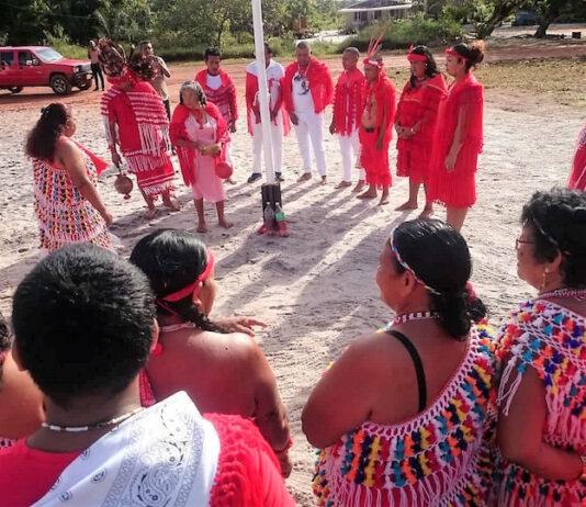 Nieuw dorpsbestuur Bigi Poika in Suriname ingewijd