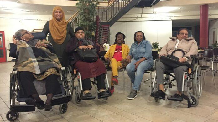 Rotterdamse bejaarden voor het eerst in jaren weer naar Suriname
