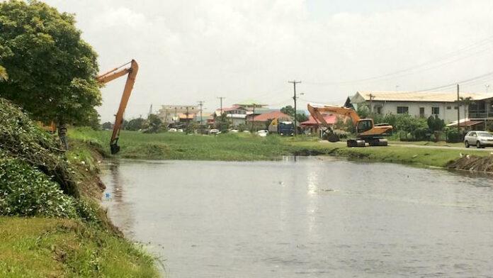 Belangrijke ader voor de ontwatering van Paramaribo-Noord aangepakt