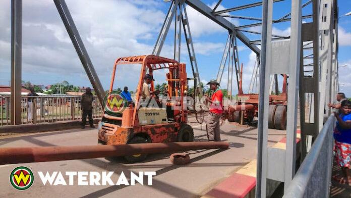 Ongeval met oplegger op Saronbrug in Suriname