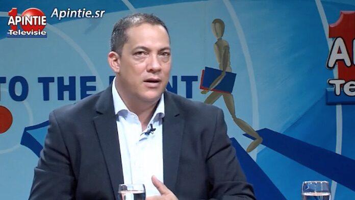 Surinaamse media: 'Zoon van minister onderwijs wordt nieuwe governor Centrale Bank'