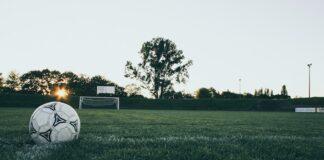 Spelers stappen op na racistische uitspraken voetbaltrainer