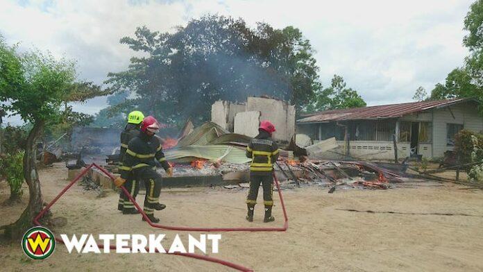 Onverzekerde woning volledig door brand verwoest in Suriname