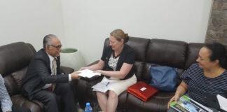 VS ambassadeur in Suriname bezoekt minister van arbeid