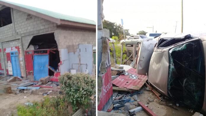 VIDEO: Ravage nadat automobilist in Suriname tegen gebouw aan 'vliegt'
