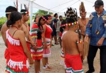 Surinaamse president op bezoek in Inheems dorp Apoera