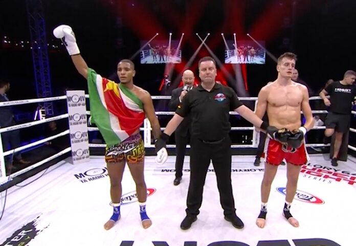 Donovan Wisse uit Suriname wint derde Glory wedstrijd