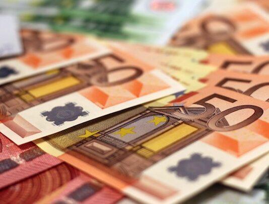 Centrale Bank Suriname versoepelt melding herkomst van gestorte US dollars en euro's