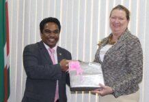 Amerikaanse ambassadeur in Suriname praat met minister over Surinaamse verkiezingen