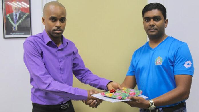 Politie Sport Centrale Suriname op bezoek bij ministerie van sport