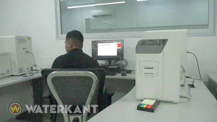 Na nieuwe e-ID krijgt Suriname ook modernere rijbewijzen en paspoorten