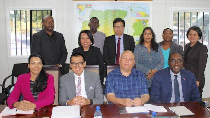 Diplomatieke Instituten Suriname en Indonesië werken samen
