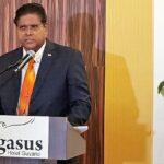 Santokhi: 'Welvaart alleen mogelijk door goed en transparant bestuur'