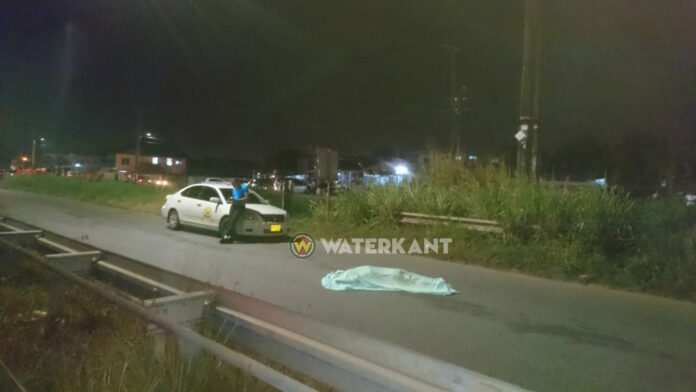 Voetganger in Suriname op slag dood na aanrijding door busje