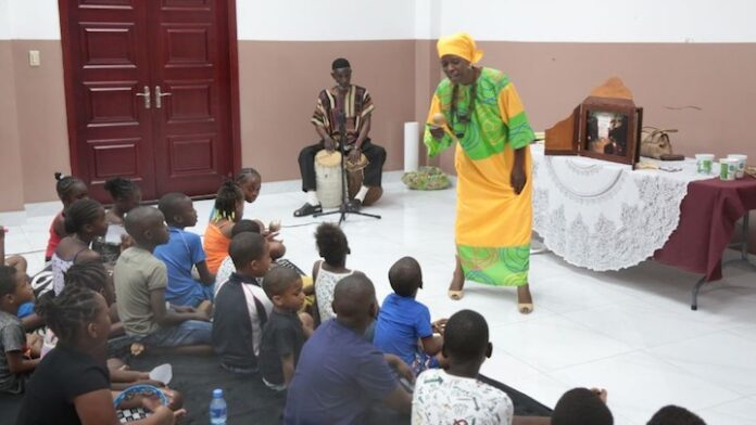 Terugdringen taalachterstand centraal bij vertel- en voorlees week in Suriname