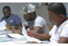 Wegenautoriteit Suriname tekent contract voor onderhoud bermen