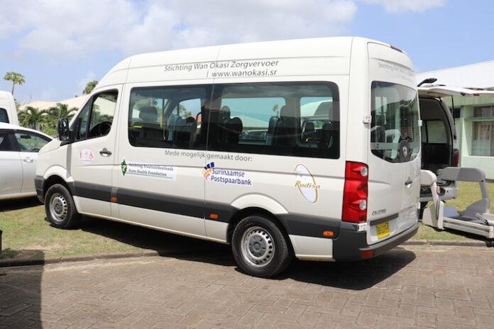 Speciaal ingerichte voertuigen voor zorgvervoer mensen met beperking in Suriname